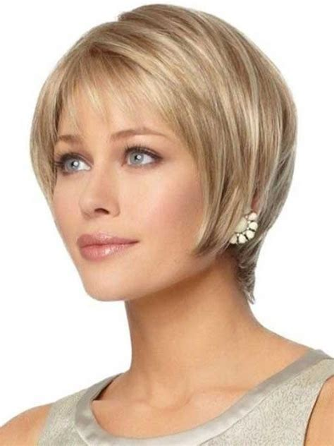 photo  short haircuts  women  oval faces