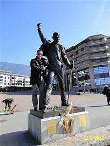 AWESOME STATUE OF FREDDY MERCURY IN MONTREUX, SWITZERLAND ...