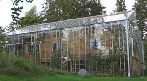 Ein Schwedisches Paar Baut Ein Gewächshaus Rund Um Sein