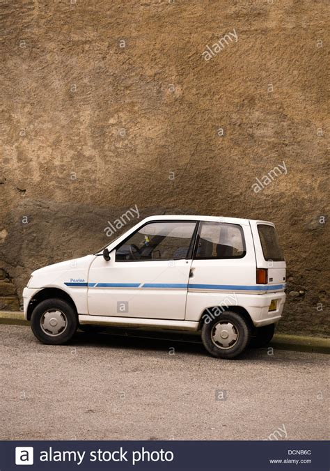 Small French car suitable for people with no driving