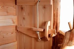 Türen Selber Bauen : baumhaus t r von innen mit riegel wood carvings in 2019 baumhaus t r holz und the doors ~ Watch28wear.com Haus und Dekorationen