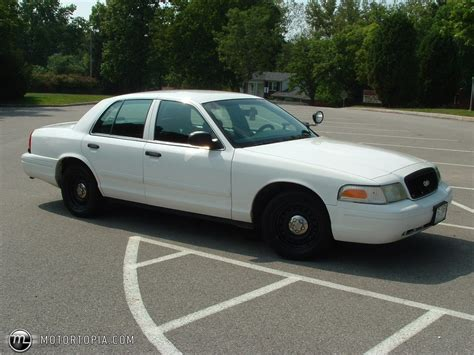 2002 Ford Crown Victoria Image 4