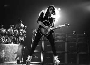 Ace Frehley - 1976 - Kiss guitarist Ace Frehley with his Gibson Les ...