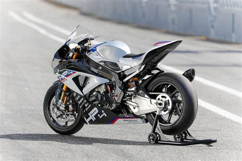 Bmw Hp4 Race Backgrounds by Bmw Hp4 2017 On Review Mcn