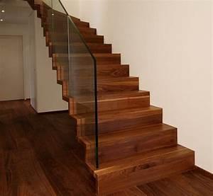 Escalier design linea en bois vernis et garde corps tout for Escalier design bois