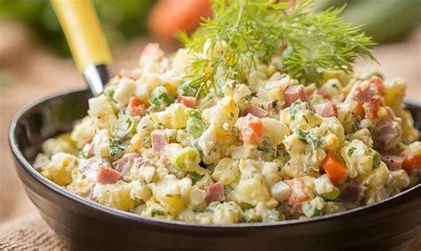 dzivei.lv - Rasols dabā. Salātiņus piknikam piedāvā pavārs ...