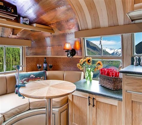 bureau manucure le plus beau fourgon aménagé pour vos vacances de rêves