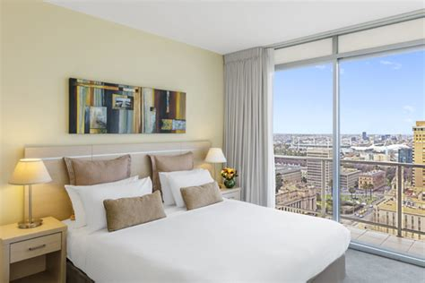 Bedroom Melbourne by Melbourne Hotel Apartments Rooms At Oaks On Lonsdale
