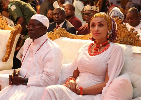 Oshiomhole's Wife, 334 Others Get Nigerian Citizenship
