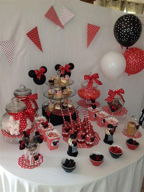 decoration d anniversaire minnie wonderful decoration d anniversaire minnie 1 sweet table th 232 me minnie noir blanc sedgu