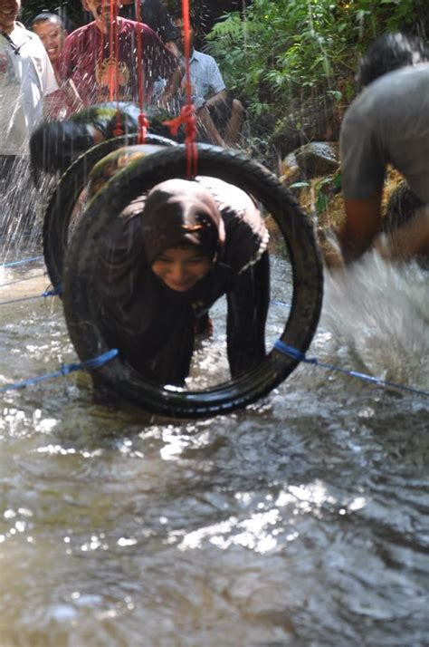 outbound tracking  sungai pedesaan paket outing