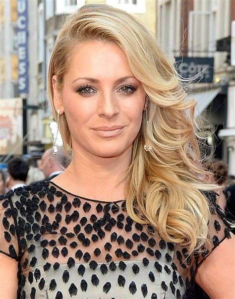 Pin by Whatever on Tess Daly | Easy hairstyles, How to ...