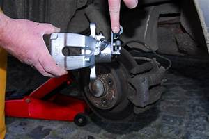 Etrier De Frein Grippé : diy auto repair how to change brake calipers ~ Medecine-chirurgie-esthetiques.com Avis de Voitures