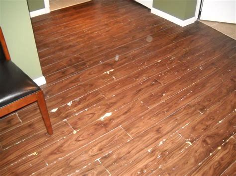 Brown Wooden Allure Vinyl Plank Flooring Matched With