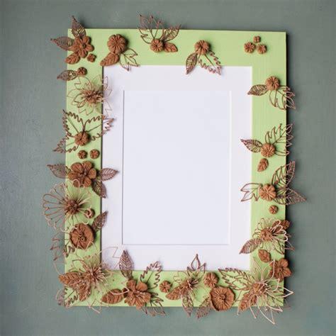 d 233 corer un cadre avec des fleurs en bois