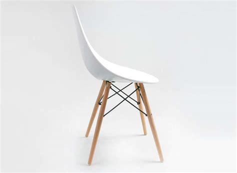 cuisine moderne blanche et chaise design scandinave blanche eiffel noir rubann w