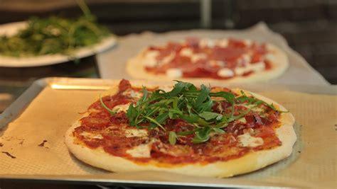 cuisine tv recettes italiennes recette de pizza italienne maison facile en vidéo