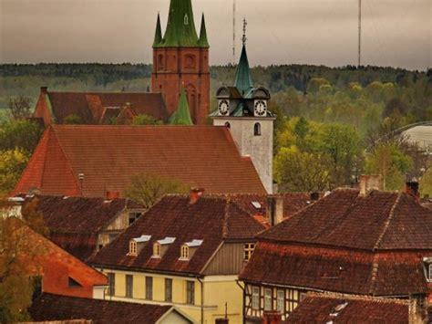 Kārniņu jumti Kuldīgas vecpilsētā :: Atputasbazes.lv