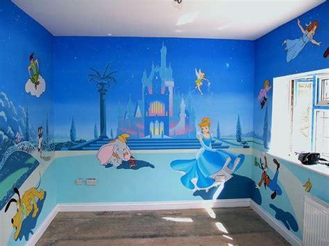chambre bebe disney décoration disney pour une chambre d enfant frenchimmo