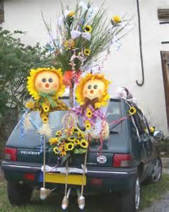 voiture balai mariage décorer les voitures pour le jour de mariage