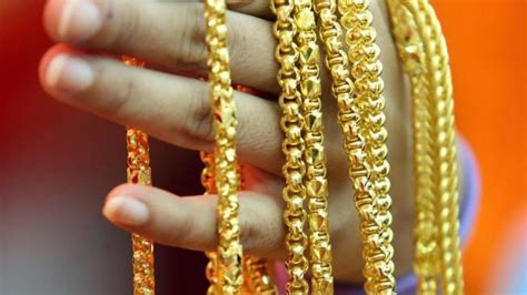 mainland chinese shoppers invest billions  gold south china morning post