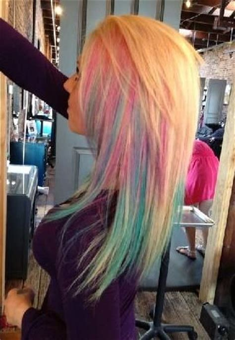 trending styles  dark hair  blonde highlights