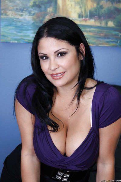 Sandra De Marco Licks Ball Sac While Giving Bj And Handjob In Shower At Free Sex Pics