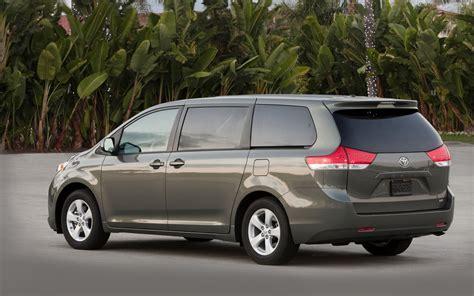 Minivan Cars :  The 2013 Toyota Sienna Is A Minivan That Thinks