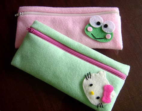 gantungan dompet kecil pin cantik souvenir cur towel tart dan flanel