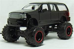 Two Lane Desktop  Jada Toys 2003 Ford Excursion And 2008