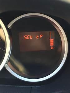 Temoin Pression Pneu : voyant orange de pression des pneus dacia duster sandero ~ Medecine-chirurgie-esthetiques.com Avis de Voitures