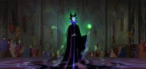 "Review: ""Maleficent"" twists Disney's ""Sleeping Beauty ..."