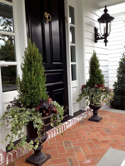 impressive ways  frame  front door  planters