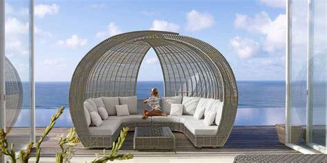 maison du canapé transformer les espaces extérieurs grâce à un lit de jardin design design feria