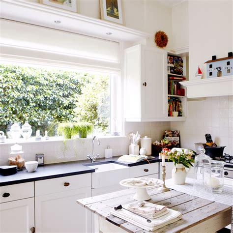 white shaker style kitchen coastal decorating ideas