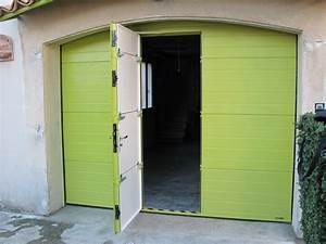 Porte de garage sectionnelle avec portillon couleur hors for Porte de garage coulissante jumelé avec installation porte