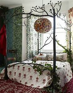 Ivy on bed frame! Yes! Home Decor Pinterest Bed