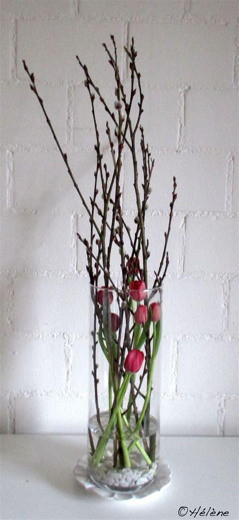 tulpen mit weidenkaetzchen im glas deko fruehling ostern