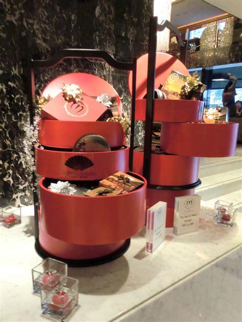 japan christmas decorations  mandarin oriental hong