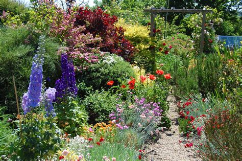 www englishgardens english gardens friday garden lust english country garden english country gardens i love