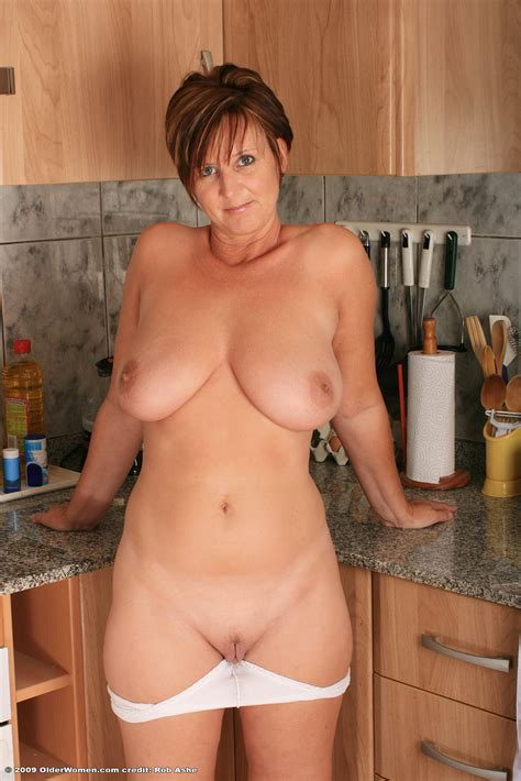 Mature Fat Joy With Landing Strip In Kitchen Tgp Gallery