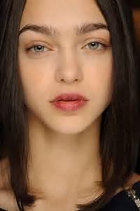 Thick Eyebrow Trend – 7BeautyTips
