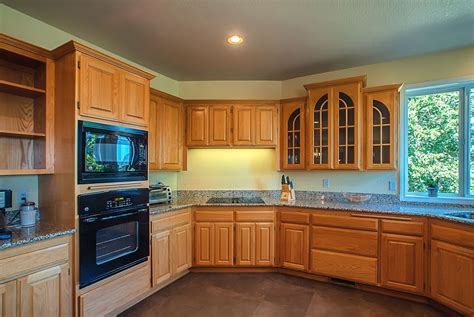 paint colors for kitchens with golden oak cabinets kitchen paint colors with oak cabinets gosiadesign 9876