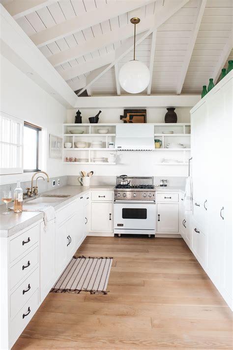 steal    modern  white kitchen  maui