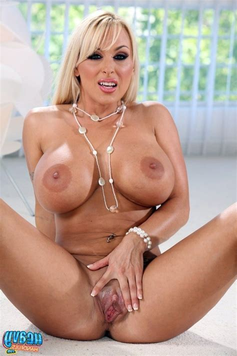 Holly Halston Spreading Pussy And Show Big Clit Rodman