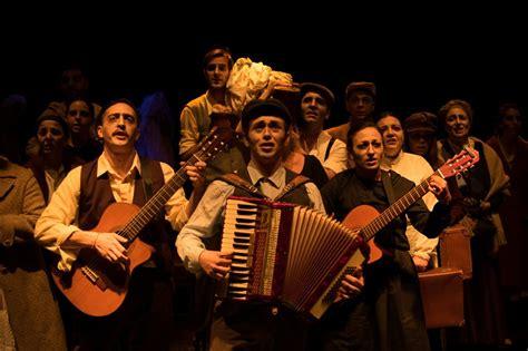 El grotesco criollo es un subgénero dramático cultivado en la argentina y también en uruguay. FUNCIÓN SUSPENDIDA: GROTESCA. Suit Criolla. Teatro La Comedia