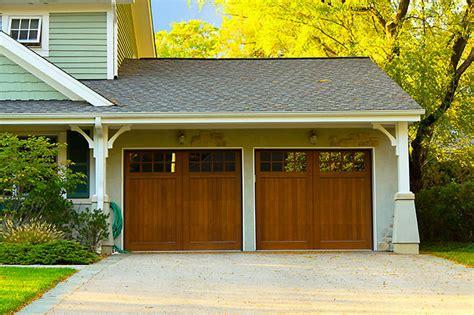 porte de garage bois porte de garage bois budget maison