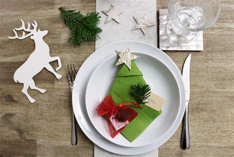 Tischdeko Zu Weihnachten by Weihnachtliche Tischdeko Mit Platzkarte Und Gastgeschenk