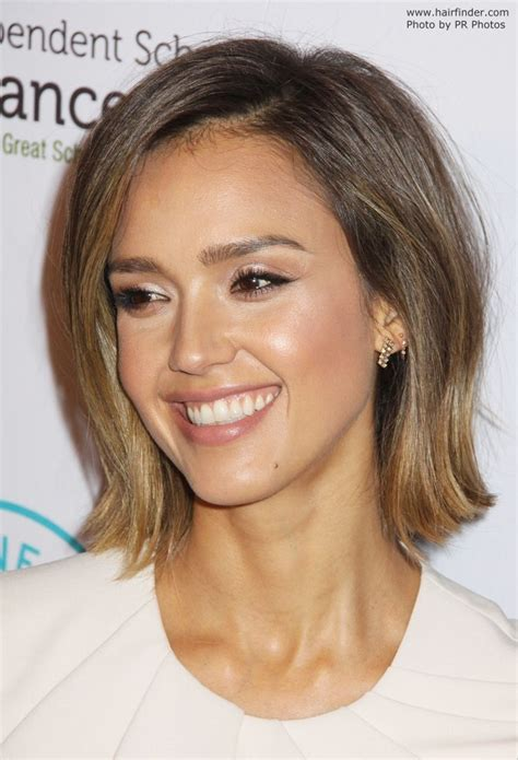 Jessica Alba wearing her hair in a bob with a sun kissed