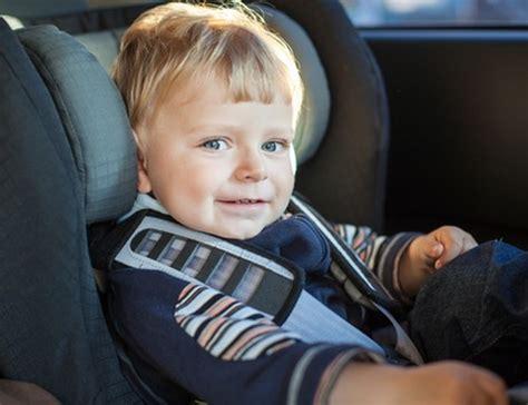 sécurité siège auto votre enfant en voiture un siège adapté petitweb lu